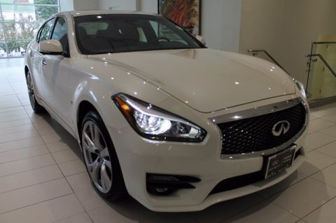 Certified Pre-Owned 2017 INFINITI Q70 3.7X AWD